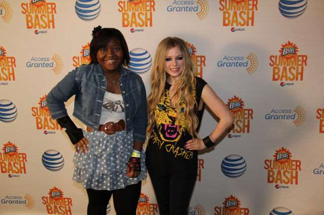 what_meeting_avril_lavigne_is_like_compared_to_meeting_other_top_musicians_640_12