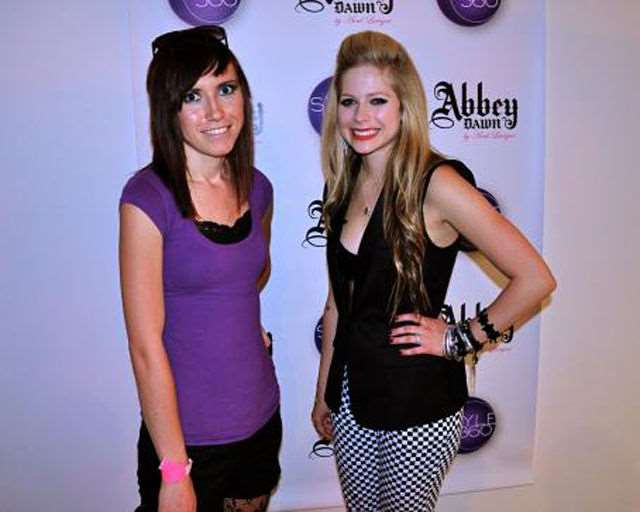 what_meeting_avril_lavigne_is_like_compared_to_meeting_other_top_musicians_640_14