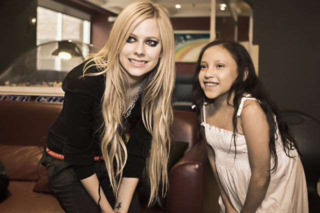 what_meeting_avril_lavigne_is_like_compared_to_meeting_other_top_musicians_640_16