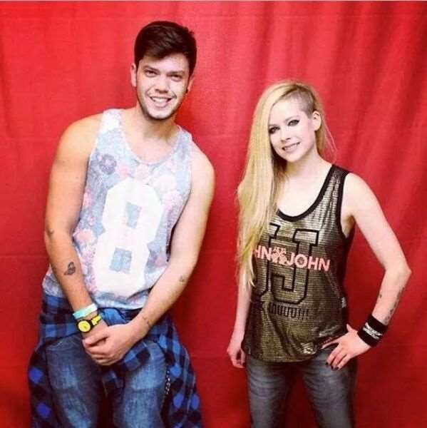 what_meeting_avril_lavigne_is_like_compared_to_meeting_other_top_musicians_640_28