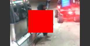 【衝撃】ガソリンスタンドで膣内洗浄する女性。