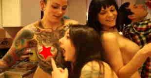 【エロ注意】刺青・タトゥ美女たちのトップレスパーティが開催されたらしいw