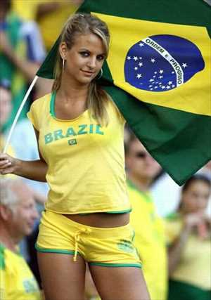 1-brazil-2-hottest-fans-2014-fifa-world-cup_R