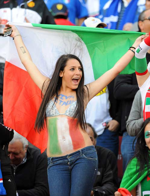 12-italy-2-hottest-fans-2014-fifa-world-cup