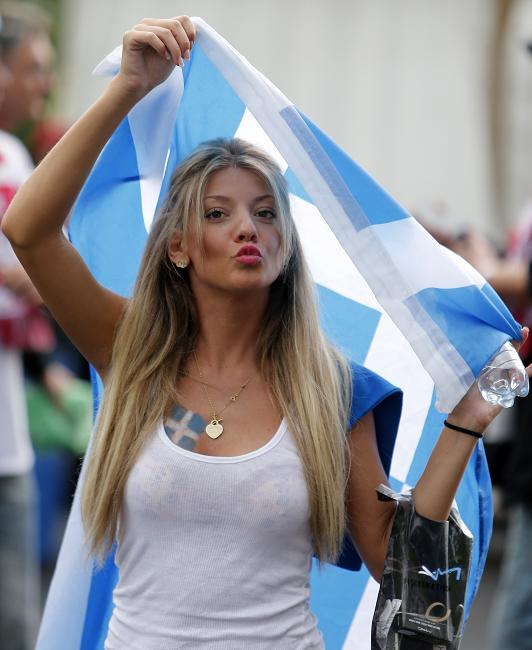 13-greece-2-hottest-fans-2014-fifa-world-cup