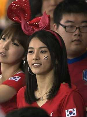 26-south-korea-1-hottest-fans-2014-fifa-world-cup_R