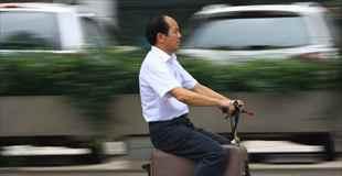【動画】中国人が人を乗せて走るスーツケースを発明