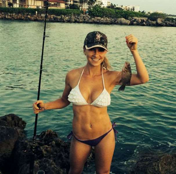a_little_bit_of_fishing_fun_with_girls_640_19
