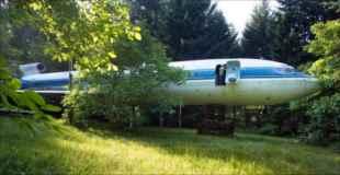 【画像】森の中のジェット機に住んでいるおじさん