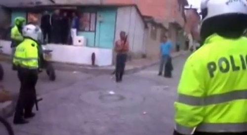 【動画】酔っ払いのおっさんがマチェーテを持つのは危険