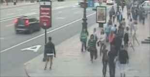 【動画】監視カメラが捉えたバス事故映像
