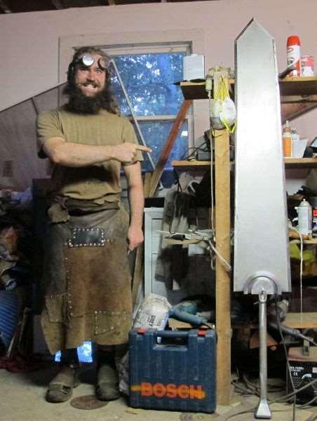 the_creative_craftsman_who_makes_swords_640_02