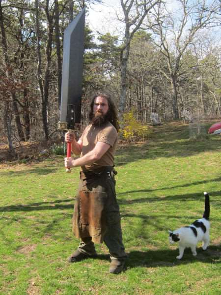 the_creative_craftsman_who_makes_swords_640_03