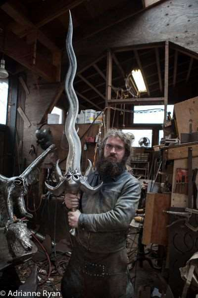 the_creative_craftsman_who_makes_swords_640_06