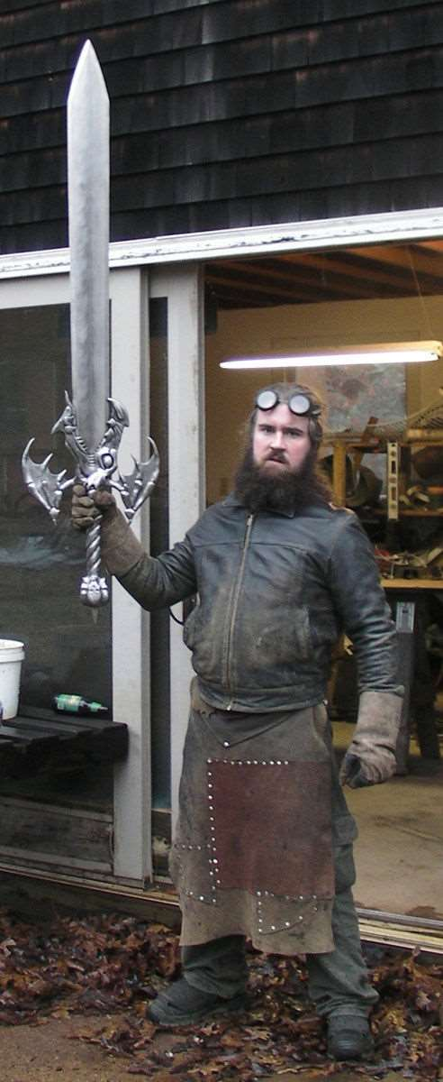 the_creative_craftsman_who_makes_swords_640_high_16