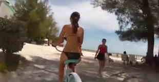 【エロ注意】巨乳美女が自転車をこぐと乳揺れハンパないことが判明w
