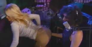 【エロ注意】パメラ・アンダーソンの乳首ポッチとケツがエロい件w