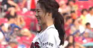 【微エロ】韓国体操選手の始球式がアクロバティックな上にノーバンw
