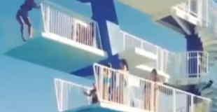 【衝撃】飛び込み台からのジャンプを躊躇した結果…。