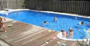 【画像】自宅の庭に自分でプール作っちゃったけど完成度がすごい
