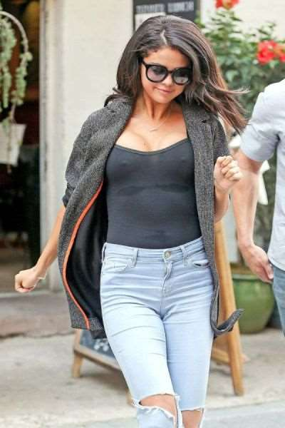 paparazzi_catch_intimate_shots_of_selena_gomez_640_06