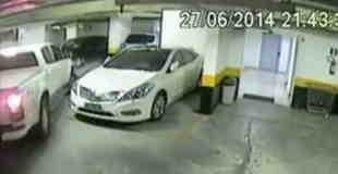 【犯罪】高級車レクサスがボコボコにされる瞬間…。