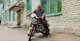【画像】バイクを二回も盗まれたおじさん、絶対に盗まれない場所を思いつく