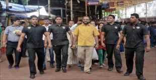 【画像】インドの富豪、自分の誕生日に純金のシャツを特注