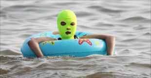 【画像】中国人が海に行くときに日焼け対策がなんかおかしい