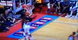 【閲覧注意】NBA選手がシュートをブロック!しかし足が破壊される