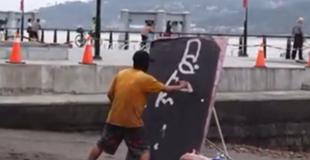 【動画】男がなんか絵を描いてるけど…次の瞬間!