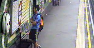 【動画】ベビーカーが地下鉄の線路に転落