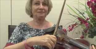 【動画】脳の手術中にバイオリンを弾く女性が話題に
