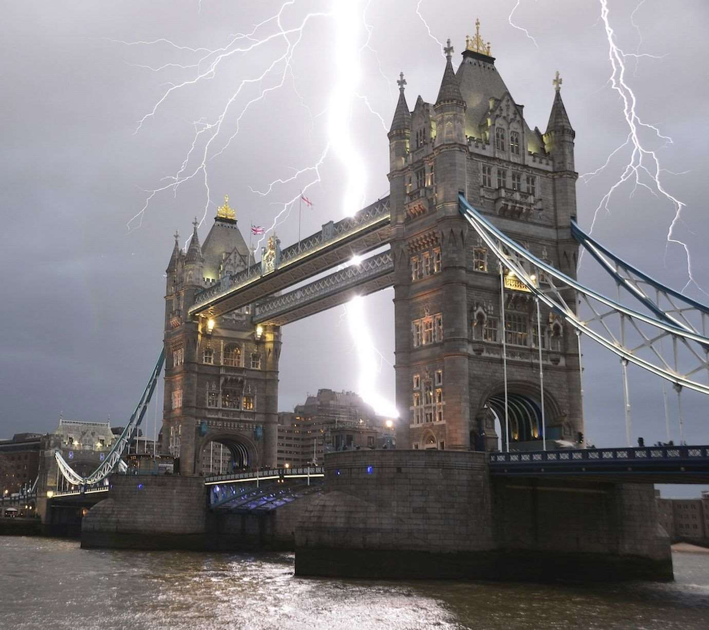 PAY-Lightning-Strike-Over-Tower-Bridge