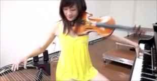 【動画】3種類の楽器を操り演奏する少女