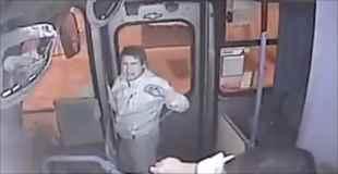 【動画】バスで窃盗をしようとして逃げそびれた男が運転手にボコられる