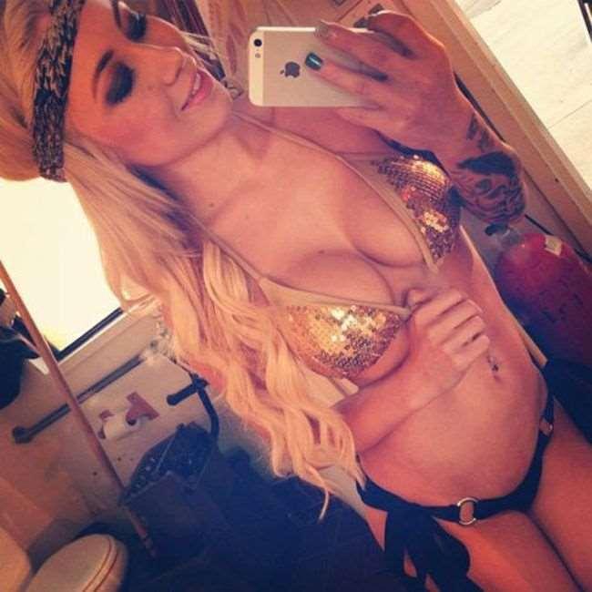 girls_in_bikinis_02