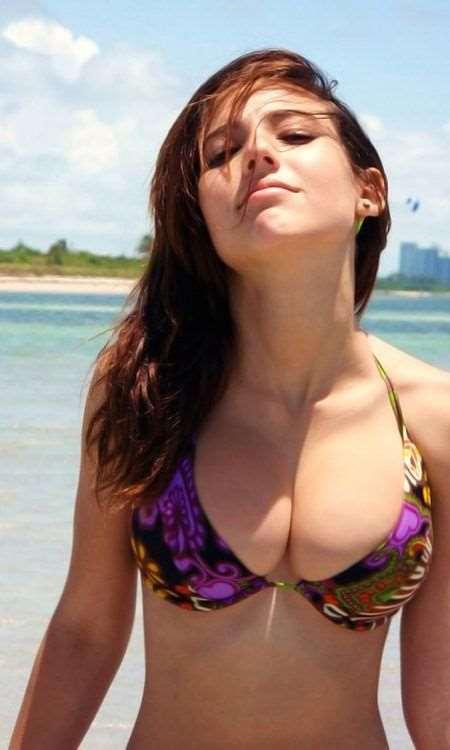 girls_in_bikinis_13