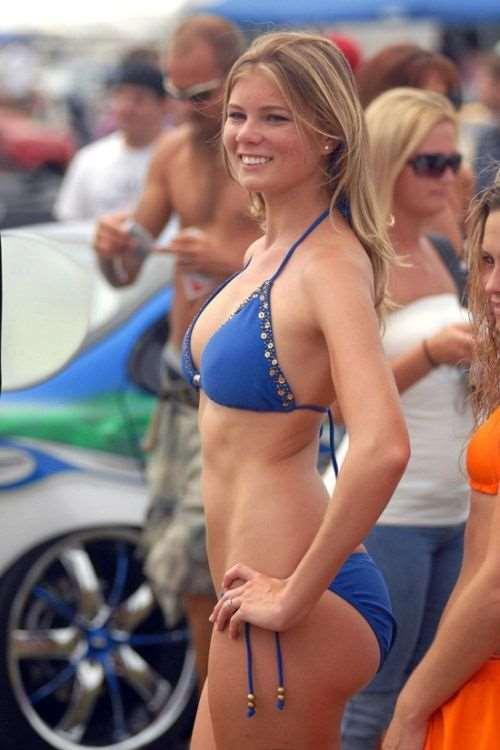 girls_in_bikinis_36