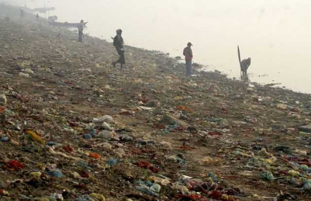 the_digusting_pollution_in_indias_river_640_04