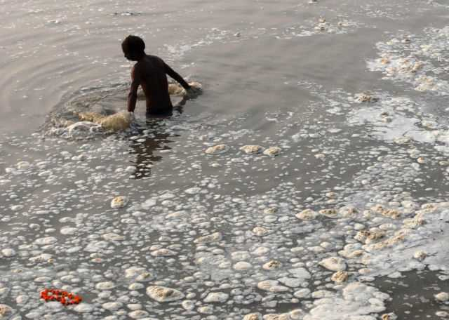 the_digusting_pollution_in_indias_river_640_06