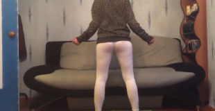 【オモシロ】透け透けタイツでセクシーヒップダンスしたらウンコ漏れちゃったwww