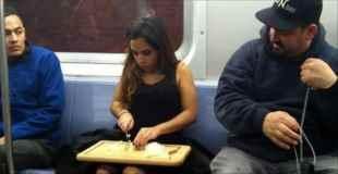 【画像】公共交通機関で無茶する人々ww
