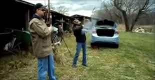 【動画】射撃をしていた女の子のライフルが暴発して粉々に