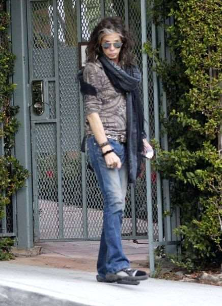 steven_tyler_is_one_fashionable_dude_640_07