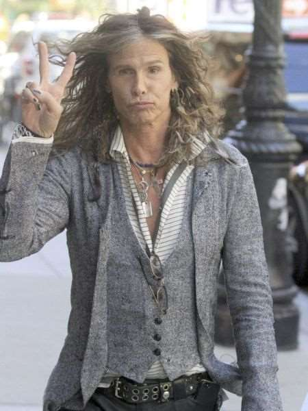 steven_tyler_is_one_fashionable_dude_640_09