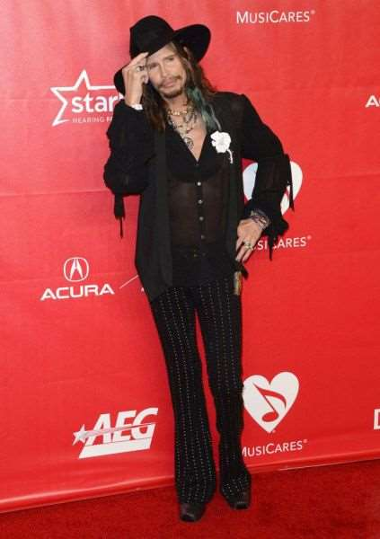 steven_tyler_is_one_fashionable_dude_640_11