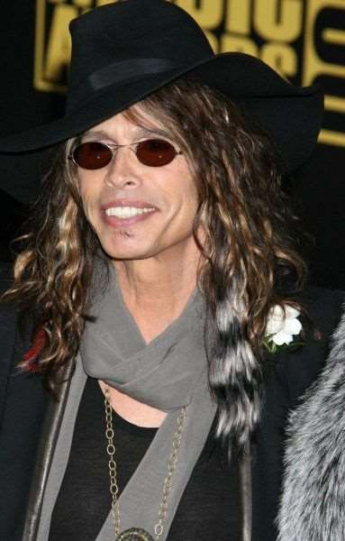 steven_tyler_is_one_fashionable_dude_640_16