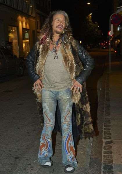 steven_tyler_is_one_fashionable_dude_640_17