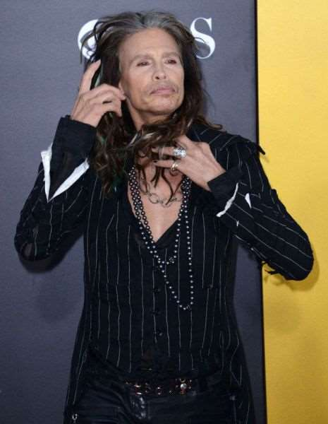 steven_tyler_is_one_fashionable_dude_640_20